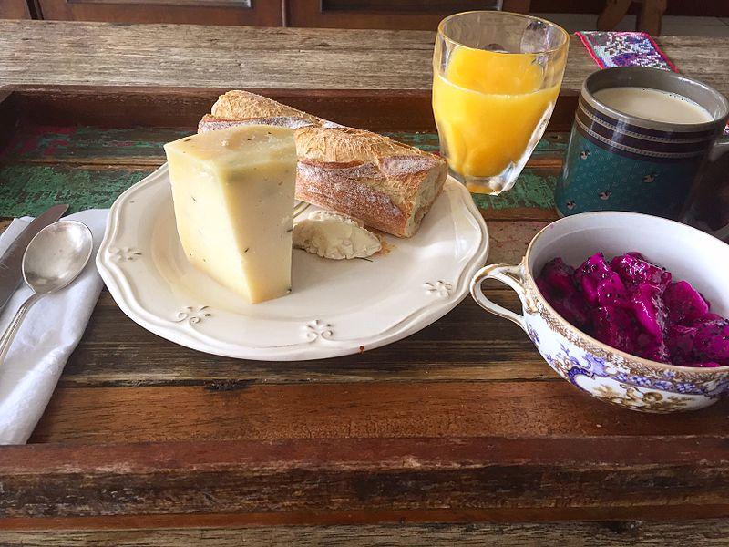 File:Desayuno-pitaya.jpg