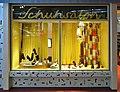 Deutsches Schuhmuseum Schuhladen außen.jpg
