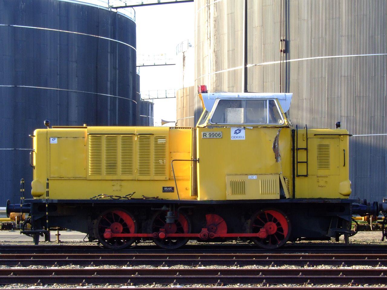 file diesel locomotive r9905 loc 1 at odfjell terminal europoort rotterdam holland pic2 jpg. Black Bedroom Furniture Sets. Home Design Ideas