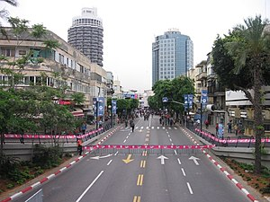 Dizengoff Street - Dizengoff Street in 2006 before a street party.