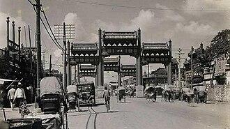 Paifang - Image: Dongsi Pailou 1920