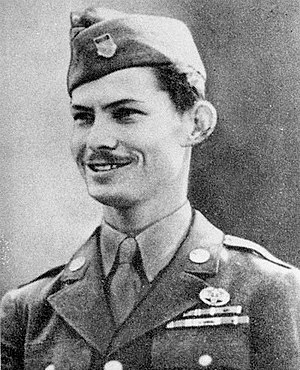 Desmond Doss - Doss about to receive the Medal of Honor in October 1945