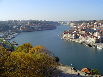 Douro - The river between Porto (right) and Vila Nova de Gaia (left), facing west