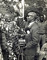 Dr Banda addresses a crowd.jpg