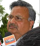 Д-р Раман Сингх в пресс-клубе Райпура настроение 2.jpg