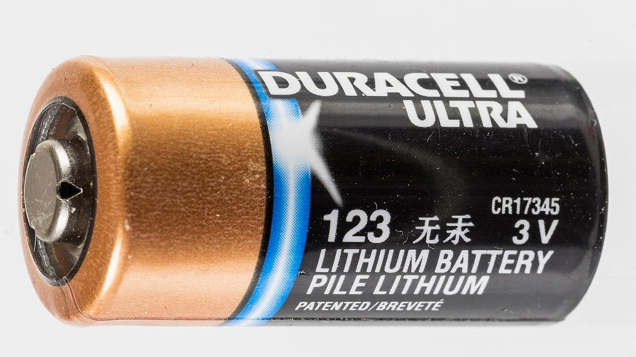 Duracell Ultra CR17345 Lithium battery 3V-0248.jpg