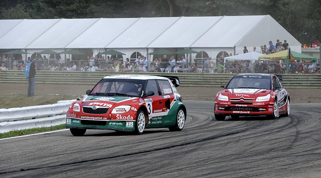 Michael Jernberg leads Kenneth Hansen at Round 7 of the 2009 European Rallycross Championship at Duivelsbergcircuit, Belgium.