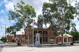Eaglehawk, Victoria - Town hall, now a cinema, with the war memorial in the foreground