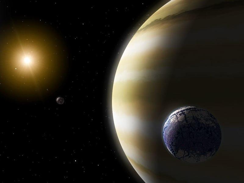 Earthlike moon extrasolar gas giant