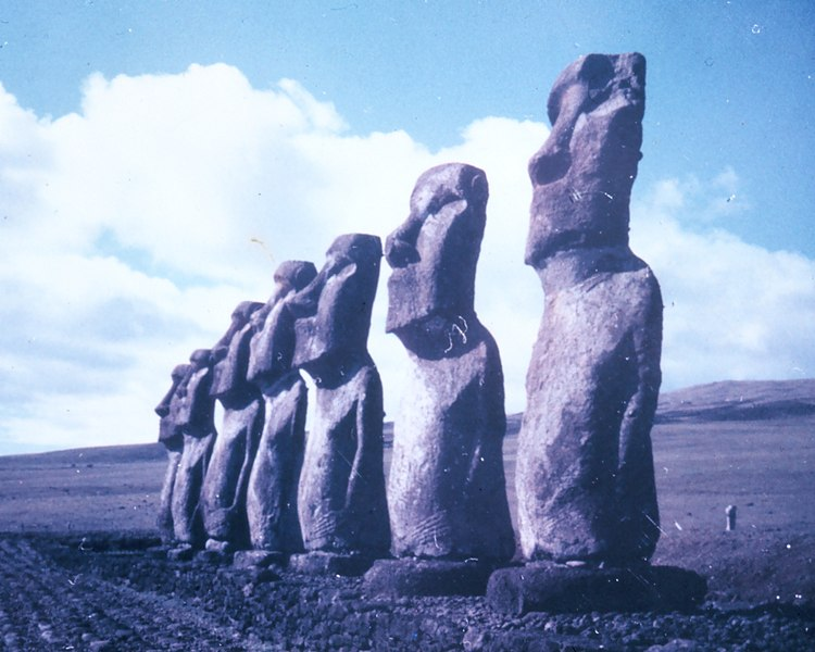 File:Easterstatues.jpg