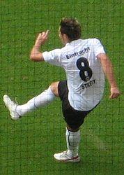 Eintracht frankfurt gegen hertha bsc albert streit vs sofian chahed (cropped)