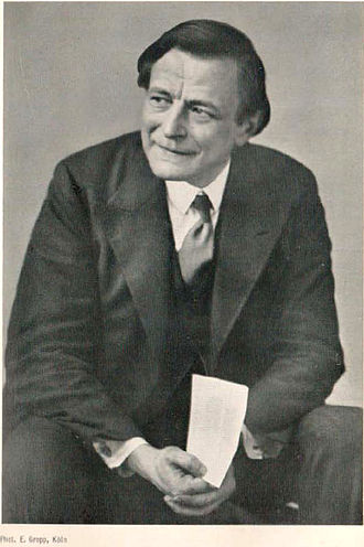 """Ernst Barthel - Ernst Barthel, photographed in 1931 by E. Gropp in Cologne, Scan from the book """"Einführung in die Polargeometrie"""" (1932)"""