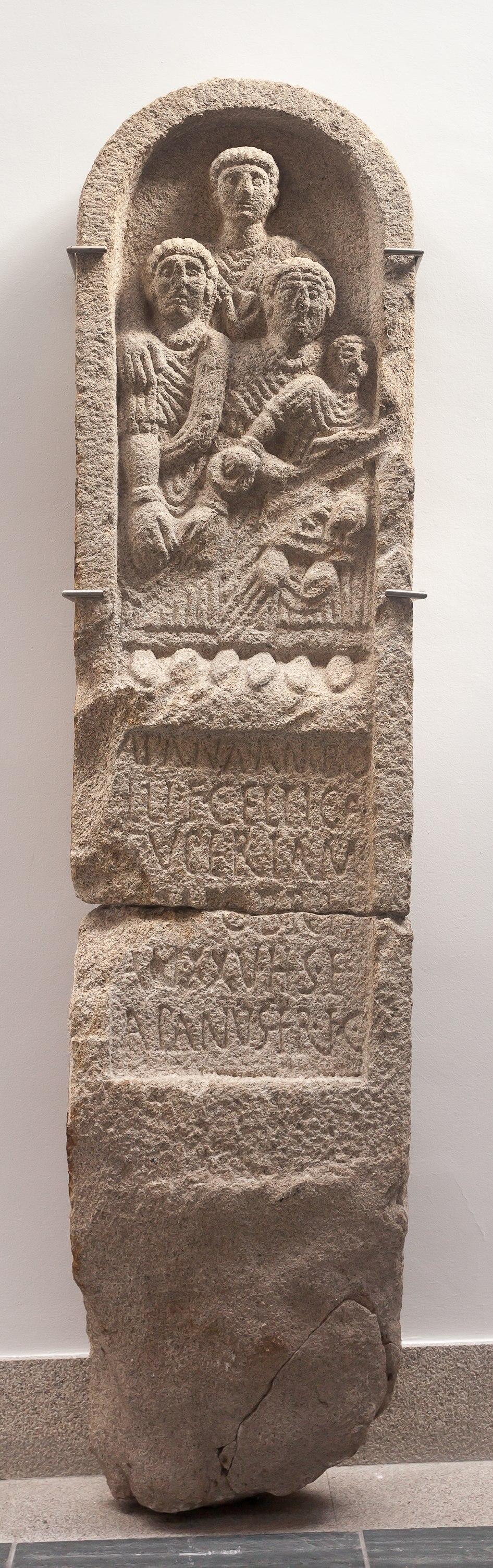 Estela de Crecente. Séc I dC. Museo Provincial de Lugo