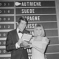 Eurovisie Songfestival 1966 te Luxemburg. De winnaar Udo Jürgens met de winnares, Bestanddeelnr 918-9215.jpg