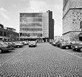 Exterieur overzicht glaspaleis met parkeerplaats op de voorgrond - Heerlen - 20001044 - RCE.jpg