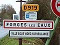 Forges-les-Eaux-FR-76-panneau d'agglomération-1b.jpg