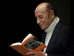 Francesco Alberoni - Francesco Alberoni reading his book at Teatro San Babila, Milan, 2012