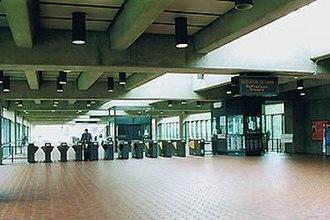 Franconia–Springfield station - The station's mezzanine.