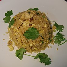 Fried rice with chicken (17234644521).jpg