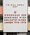 Frieda-Noedl-Hof Wien Beschriftung DSC 0232w.jpg