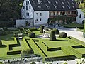 Gartenanlage in Schloss Ambras.jpg