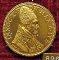 Gaspare morone, medaglia di innocenzo X, 1650, oro.JPG