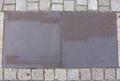 Gedenktafel auf dem Bebelplatz in Berlin.png