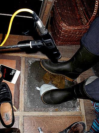 Radionovela - Sound effect of footsteps being recorded