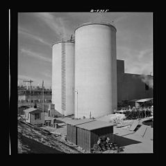 Giant silos for the storage of raw materials for the manufacture of magnesium 8b08233v.jpg
