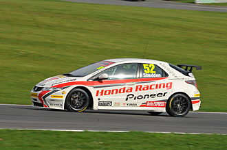 Gordon Shedden - Shedden driving for Honda Racing at Brands Hatch in the 2011 BTCC season.