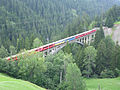 Gründjitobelbrücke mit Zug.jpg