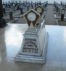 A grave with the text Sudirman on it