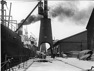Greenland Dock - Unloading timber at Greenland Dock, 1927