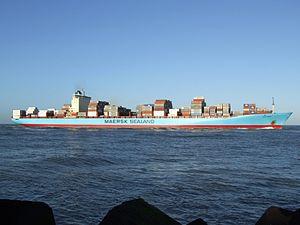 Grete Maersk p3 approaching Port of Rotterdam, Holland 29-Nov-2006.jpg