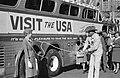 Greyhoundbus op Dam, Bestanddeelnr 913-0452.jpg