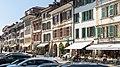 Häuserzeile an der Hauptgasse in Murten.jpg