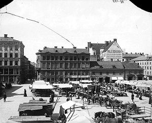PUB (Stockholm) - View of Hötorget with the founders name Paul U. Bergström on the wall to the right. Photo: around 1920.