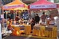 HK 上環 Sheung Wan 摩利臣街 Morrison Street 永樂街 Wing Lok Street public square 假日行人坊 Holiday bazaar visitors November 2018 SSG 12.jpg
