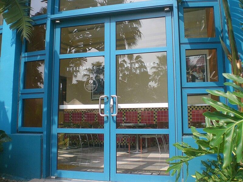 bezpieczne drzwi szklane