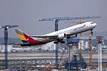 HL7514 - Asiana Airlines - Boeing 767-38E - ICN (17243239302).jpg