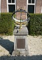 Haarlem-hofje van noblet-zonnewijzer.jpg