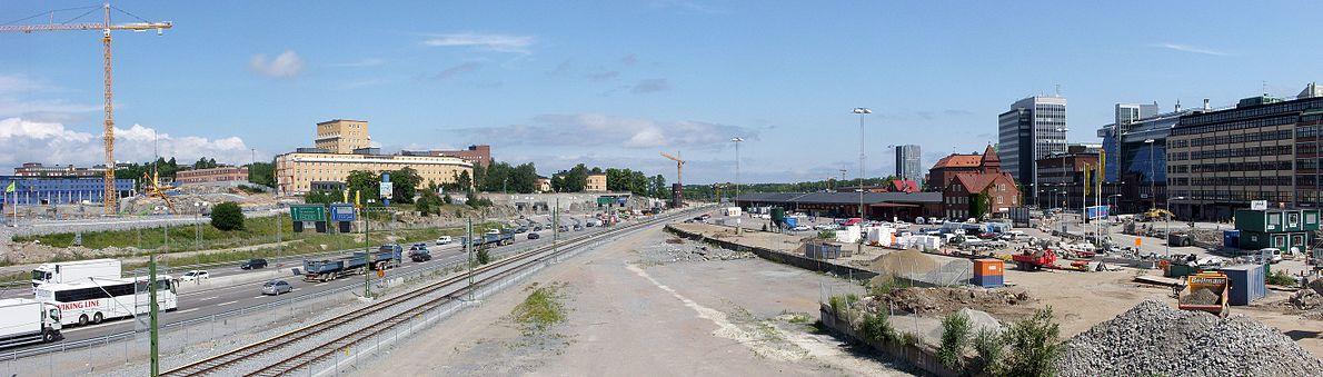Området för Blivende Haga-byen i juli 2011 set fra Solnabron med vy mod øst.