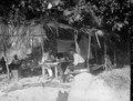 Helsidesplansch. Min bostad på Mahakomby. Förf. och min tyske gäst. 6. Mahakamby, Île Mahakamby - SMVK - 022033.tif