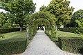 Hesperidengärten Rosenbogenallee.jpg