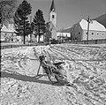 Hilde Eschen ligt te zonnen in de sneeuw, Bestanddeelnr 254-4282.jpg