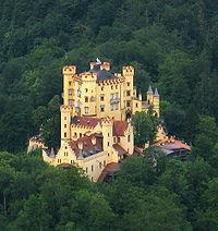 Hohenschwangau von Neuschwanstein.jpg