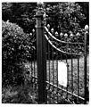 Holleweg 2 - hekwerk (ca. 1860) bij de hervormde Bart... - F78482 - Van der Grinten.jpg