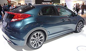 Honda Civic 2.2 i-DTEC (rear side quarter).jpg