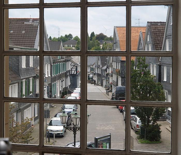 File:Hueckeswagen Pauluskirche window 1.jpg