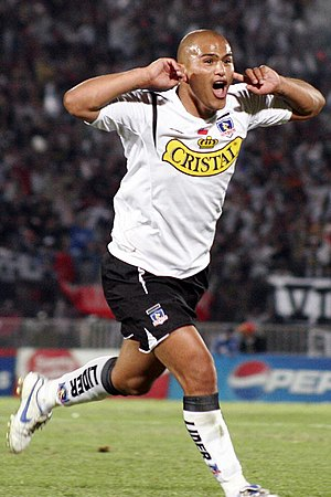 Humberto Suazo - Suazo playing for Colo Colo in 2006